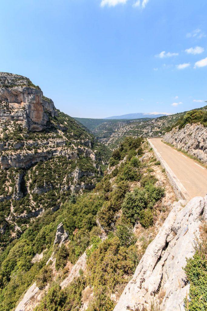 Beeindruckende Natur am höchsten Punkt des Tages, kurz vor einer langen langen Abfahrt.