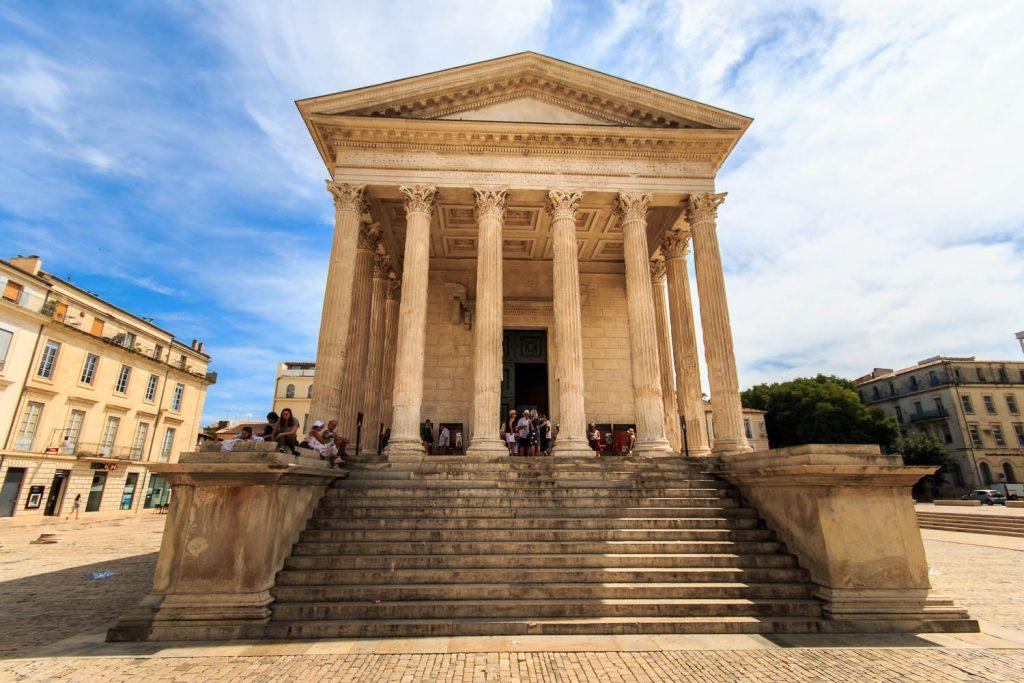 Die Maison Carrée zählt zu den am besten erhaltenen Tempelbauten des Römischen Reiches.
