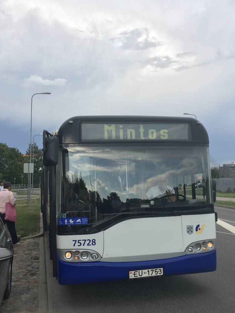 Mit dem Mintos-Bus ging es zur After-Party am Fluß.